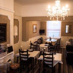 Отель Queen Anne's Guest House гостиничный бар