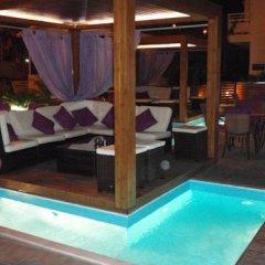 Faliro Hotel бассейн