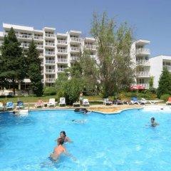 Отель Сенди Бийч Болгария, Албена - отзывы, цены и фото номеров - забронировать отель Сенди Бийч онлайн бассейн фото 2