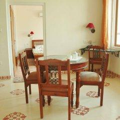 Om Niwas Suite Hotel в номере