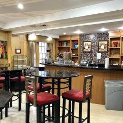 Отель Eldon Luxury Suites Вашингтон гостиничный бар