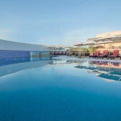 Отель Holiday Inn Bur Dubai Embassy District Дубай бассейн фото 2
