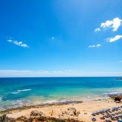 Отель Aqua Pedra Dos Bicos Design Beach Hotel - Только для взрослых Португалия, Албуфейра - отзывы, цены и фото номеров - забронировать отель Aqua Pedra Dos Bicos Design Beach Hotel - Только для взрослых онлайн пляж фото 2