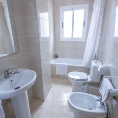 Отель California Apts. ванная