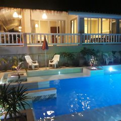 Отель Phuket Airport Suites & Lounge Bar - Club 96 бассейн