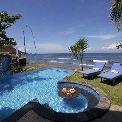 Отель Bayshore Villas Candi Dasa Индонезия, Бали - отзывы, цены и фото номеров - забронировать отель Bayshore Villas Candi Dasa онлайн бассейн фото 3
