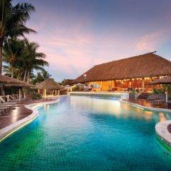 Отель Outrigger Fiji Beach Resort бассейн