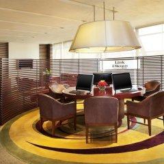 Royal Orchid Sheraton Hotel & Towers интерьер отеля фото 3