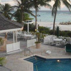 Отель Coral Sands Beach Resort бассейн