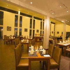 Tamarind Lake Hotel. питание