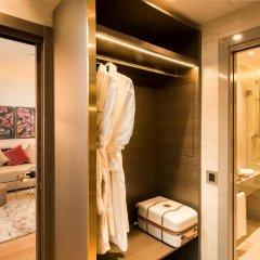 Отель The Rosa Grand Milano - Starhotels Collezione сейф в номере