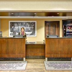 Отель Hampton Inn by Hilton Toronto Airport Corporate Centre Канада, Торонто - отзывы, цены и фото номеров - забронировать отель Hampton Inn by Hilton Toronto Airport Corporate Centre онлайн интерьер отеля фото 3