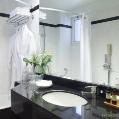 Отель Holiday Inn Thessaloniki ванная
