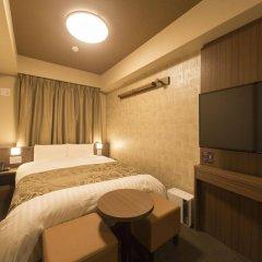 Отель Dormy Inn Tokyo-Hatchobori Natural Hot Spring сейф в номере