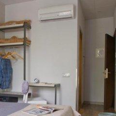 Отель Hostal Benidorm сейф в номере