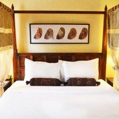 Arabian Courtyard Hotel & Spa сейф в номере
