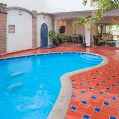 Отель ELOISA Пуэрто-Вальярта бассейн