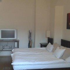 Отель Domus Henrici Прага сейф в номере