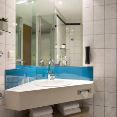 Отель Holiday Inn Express Duesseldorf City Nord Германия, Дюссельдорф - 12 отзывов об отеле, цены и фото номеров - забронировать отель Holiday Inn Express Duesseldorf City Nord онлайн ванная фото 2