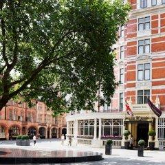 Отель The Connaught Лондон приотельная территория