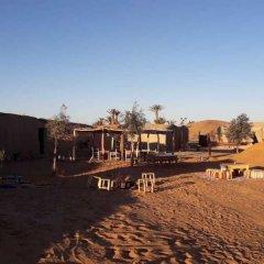 Отель Sahara Camp & Camel Trek Марокко, Мерзуга - отзывы, цены и фото номеров - забронировать отель Sahara Camp & Camel Trek онлайн приотельная территория фото 2