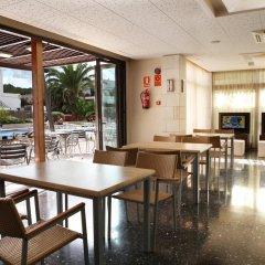 Отель azuLine Hotel S'Anfora & Fleming Испания, Сан-Антони-де-Портмань - отзывы, цены и фото номеров - забронировать отель azuLine Hotel S'Anfora & Fleming онлайн питание фото 3