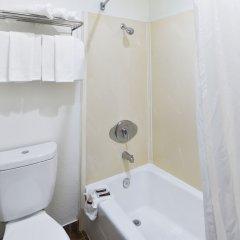 Отель Hollywood Inn Express South США, Лос-Анджелес - отзывы, цены и фото номеров - забронировать отель Hollywood Inn Express South онлайн ванная