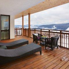 Гостиница Radisson Blu Resort Bukovel Украина, Буковель - 3 отзыва об отеле, цены и фото номеров - забронировать гостиницу Radisson Blu Resort Bukovel онлайн балкон