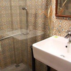 Niras Bankoc Cultural Hostel ванная