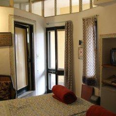 Отель Jaipur Inn сейф в номере
