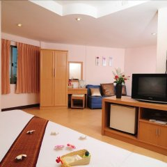 Bed by Tha-Pra Hotel and Apartment удобства в номере
