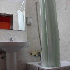 Отель Hostal Alogar Испания, Барселона - 2 отзыва об отеле, цены и фото номеров - забронировать отель Hostal Alogar онлайн ванная фото 2