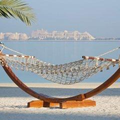 Отель DoubleTree by Hilton Dubai Jumeirah Beach пляж