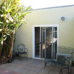 Отель Cinema Suites Bed & Breakfast США, Лос-Анджелес - отзывы, цены и фото номеров - забронировать отель Cinema Suites Bed & Breakfast онлайн балкон