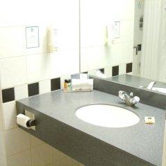 Отель Holiday Inn London Kings Cross / Bloomsbury ванная фото 2