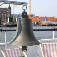 Отель Copenhagen Houseboat бассейн