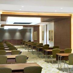 Отель Hilton Garden Inn Dubai Al Muraqabat Дубай помещение для мероприятий