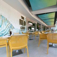 Отель The Red by Ibiza Feeling гостиничный бар