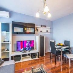 Отель FM Deluxe 1-BDR Apartment - Central Sofia Болгария, София - отзывы, цены и фото номеров - забронировать отель FM Deluxe 1-BDR Apartment - Central Sofia онлайн комната для гостей фото 5
