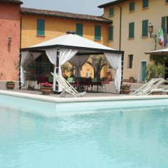 Отель Corte Uccellanda Монцамбано бассейн