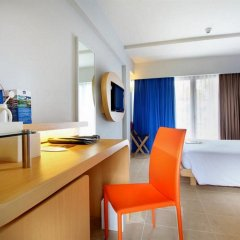 Отель Best Western Kuta Beach удобства в номере фото 2
