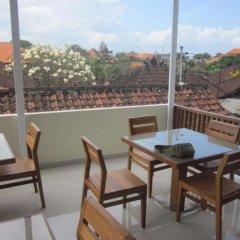 Отель Alia Home Sanur Индонезия, Бали - отзывы, цены и фото номеров - забронировать отель Alia Home Sanur онлайн балкон