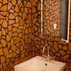Отель Hostel Milarepa Непал, Катманду - отзывы, цены и фото номеров - забронировать отель Hostel Milarepa онлайн ванная фото 3