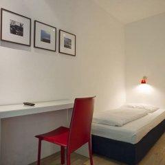 Hotel Kunsthof сейф в номере