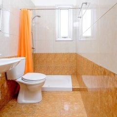 Отель Konnos Beach Villa 3 ванная