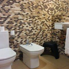 Отель Marina Испания, Курорт Росес - отзывы, цены и фото номеров - забронировать отель Marina онлайн ванная фото 2