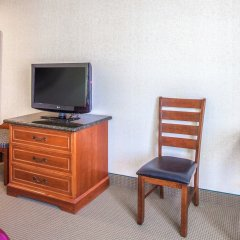 Отель Ramada by Wyndham Chatsworth США, Лос-Анджелес - отзывы, цены и фото номеров - забронировать отель Ramada by Wyndham Chatsworth онлайн удобства в номере фото 2