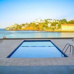 Отель Mamba Point Hotel Freetown Сьерра-Леоне, Фритаун - отзывы, цены и фото номеров - забронировать отель Mamba Point Hotel Freetown онлайн бассейн