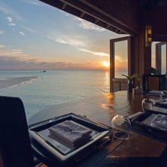 Отель Meeru Island Resort & Spa Мальдивы, Остров Фуранафуши - 10 отзывов об отеле, цены и фото номеров - забронировать отель Meeru Island Resort & Spa онлайн приотельная территория фото 2