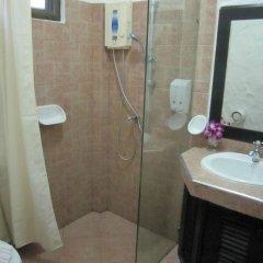 Отель Boomerang Village Resort Таиланд, Пхукет - 8 отзывов об отеле, цены и фото номеров - забронировать отель Boomerang Village Resort онлайн ванная фото 2
